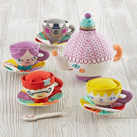 party-guests-tea-set1